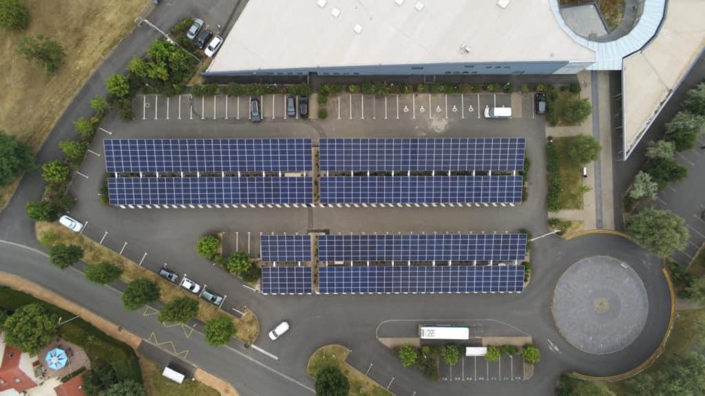parking avec combrière photovoltaïque